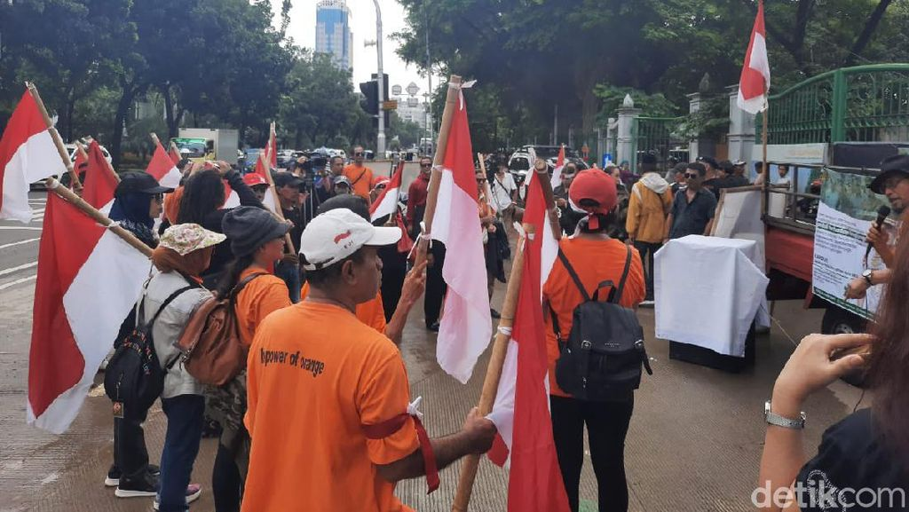 Demo di IRTI Monas, Massa Gerakan Oranye Minta Anies Lengser