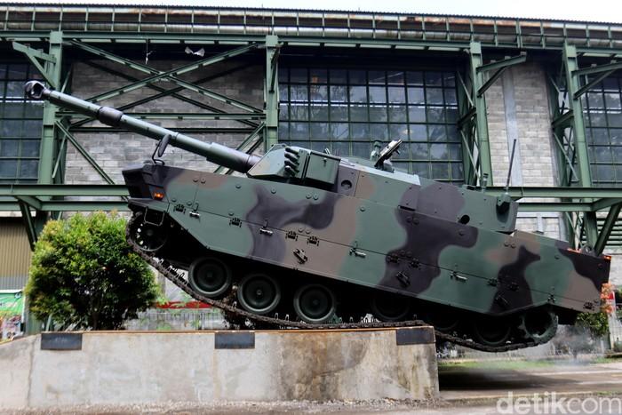 Rombongan Delegasi Filipina berkunjung ke PT Pindad (Persero) untuk membeli alutsista. Mereka pun takjub melihat kemampuan Tank Harimau made in Bandung.