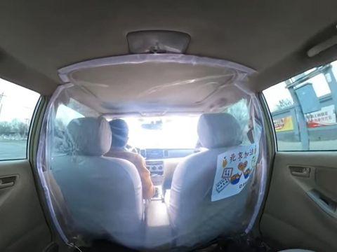 Tangkal Corona, Taksi Online pasang perisai dari plastik