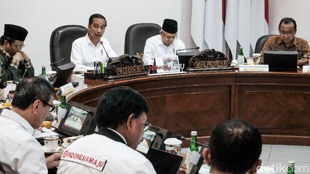 Presiden Jokowi memimpin ratas