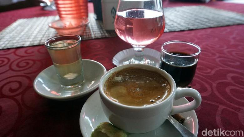 Kedai Kopi Sekanak, kopinya para raja