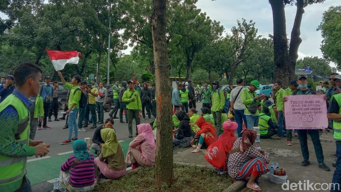 Demo Karyawan Gapura di Kementerian BUMN