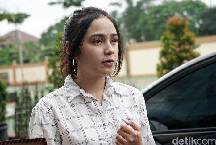 Syifa Hadju saat ditemui di Polresta Tangerang Selatan.