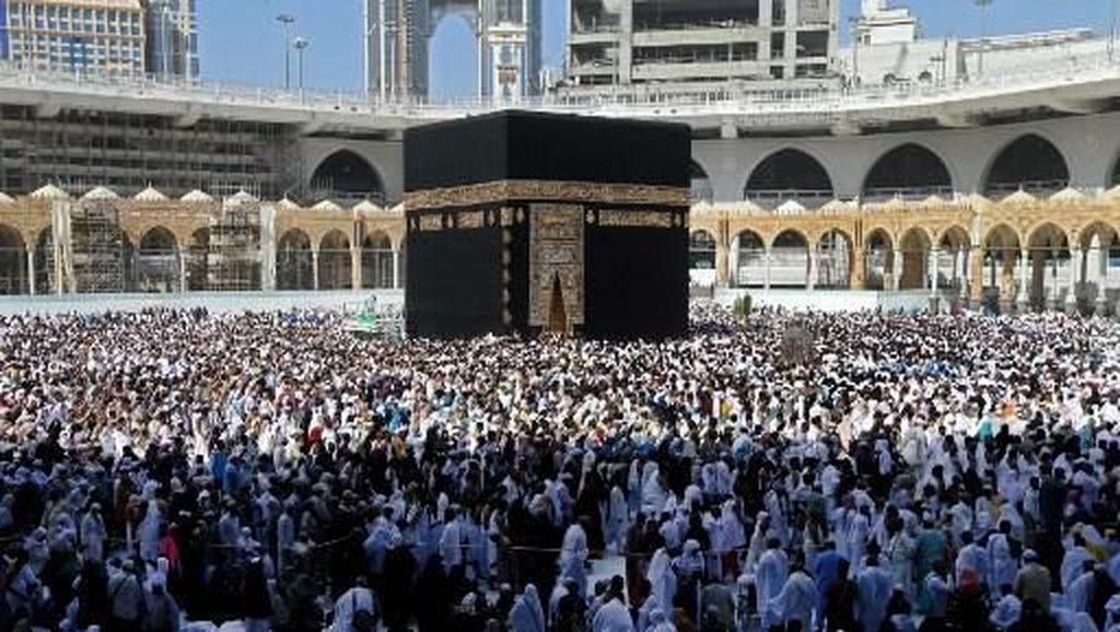 Gaji Pegawai Travel Dipotong 50% Imbas Batalnya Umrah dan Haji