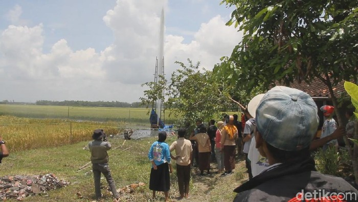 Penampakan semburan air lumpur Sabtu (29/2) pukul 15.00 WIB