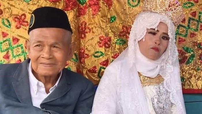 Hasil gambar untuk Kakek 103 Tahun Nikahi Gadis Sulawesi Selatan
