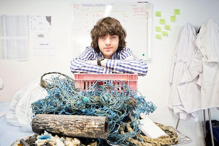 Boyman Salt (25), menciptakan alat canggih yaitu kapal atau tongkang yang dapt mengangkut sampah di sungai dengan otomatis.