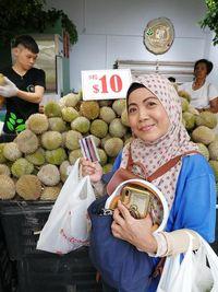 Keren! Kedai Durian Ini Bagikan Durian Gratis untuk Paramedis Virus Corona