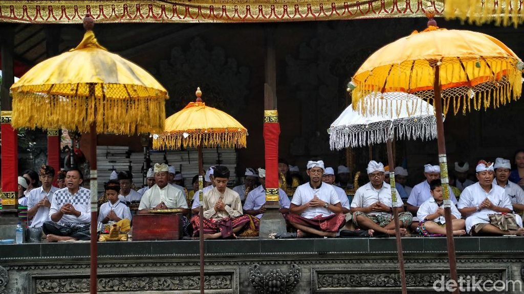 Perayaan Hari Raya Kuningan di Pesisir Jakarta
