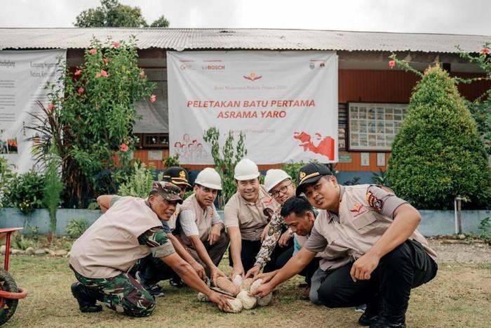 Perusahaan penyedia layanan dan teknologi global terkemuka, bersama Yayasan Tunas Bakti Nusantara, pada 28 Februari 2020 meresmikan dimulainya pembangunan asrama di Desa Yaro, Nabire, Papua.
