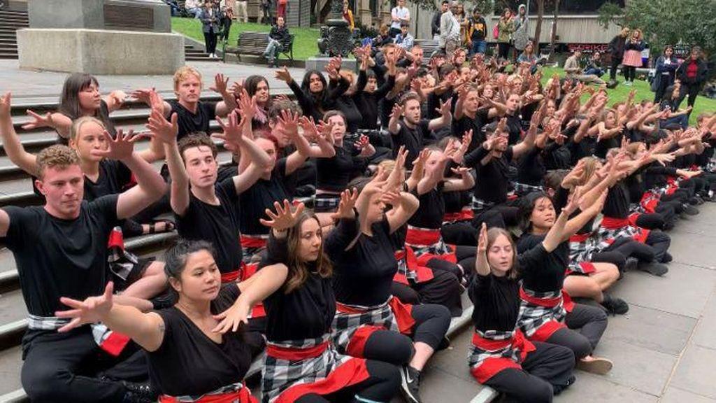 Tarian Kecak Jadi Bagian Kurikulum Pelajaran Akting dan Teater di Melbourne