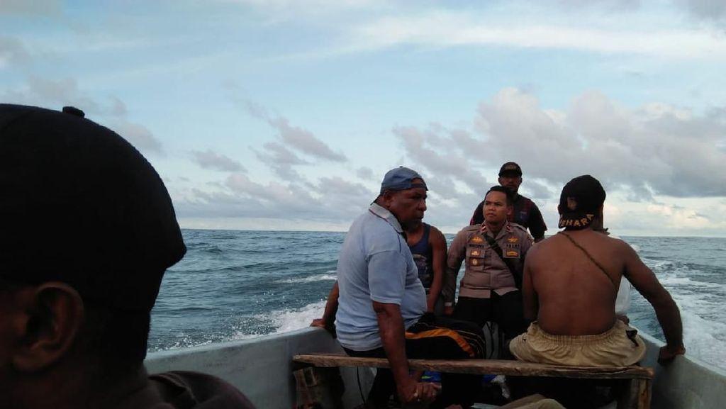 Perahu Rombongan Pengantar Jenazah Dihantam Ombak di Papua, 5 Orang Tewas