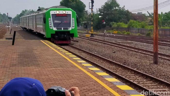 Kereta Bandara di Stasiun Klaten saat ujicoba bulan Februari 2020.