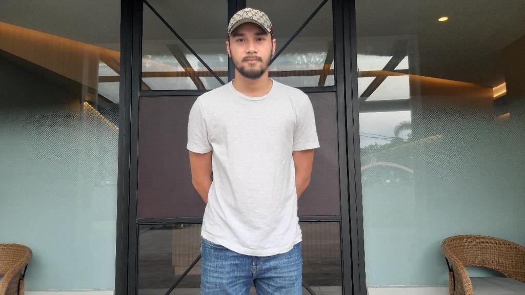 Akting dengan 54 Ekor Ular, Achmad Megantara Santuy