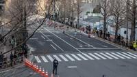 Seperti diketahui, Maraton Tokyo jadi salah satu agenda yang banyak diikuti oleh atlet maupun para pencinta olahraga lari dari berbagai negara di dunia. Kegiatan olahraga yang dapat diikuti oleh ribuan peserta itu tahun ini hanya dibatasi menjadi ratusan peserta. Pembatasan jumlah peserta itu dilakukan guna mencegah penyebaran virus corona.
