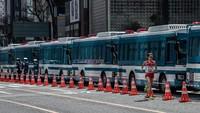 Banyaknya kegiatan yang ditunda maupun dibatalkan di kawasan Jepang terkait virus corona turut berdampak pada gelaran olahraga internasional Olimpiade Tokyo 2020 terancam batal. Meski belum pasti dibatalkan maupun ditunda, para atlet yang menjadi peserta kegiatan olahraga itu tetap terus mempersiapkan diri.