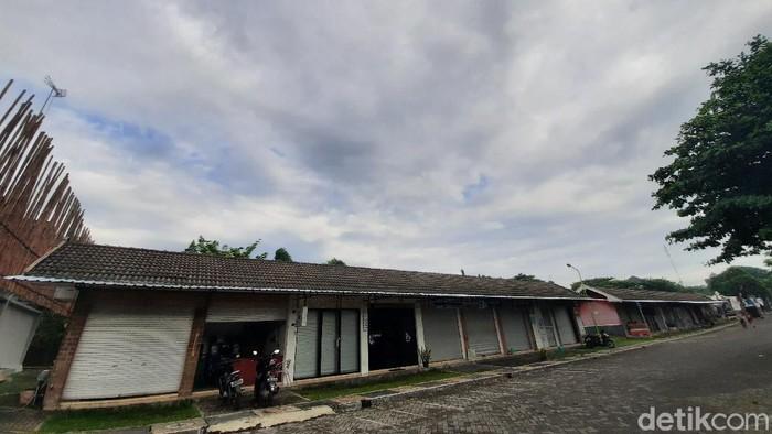 Langit di Kecamatan Depok, Sleman, Minggu (1/3/2020) pagi.
