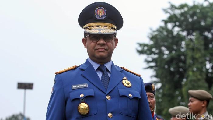 Gubernur DKI Jakarta Anies Baswedan hadiri HUT Dinas Gulkarmat ke-101 Provinsi DKI Jakarta. Ia menjadi inspektur upacara di acara itu.