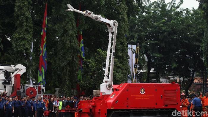 Selain menggelar upacara HUT Dinas Gulkarmat ke-101 Provinsi DKI Jakarta. Acara itu juga dimeriahkan dengan penampilan alat-alat canggih untuk memadamkan api.