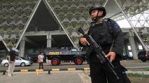 Ketatnya Pengamanan Saat WNI ABK Diamond Princess Tiba di Bandara Kertajati