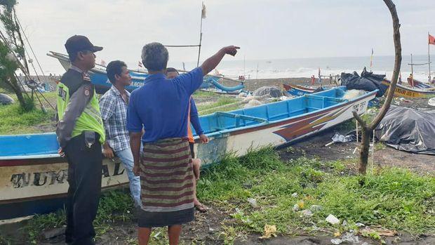 Perahu Terbalik Dihantam Ombak, 1 Nelayan di Purworejo Hilang