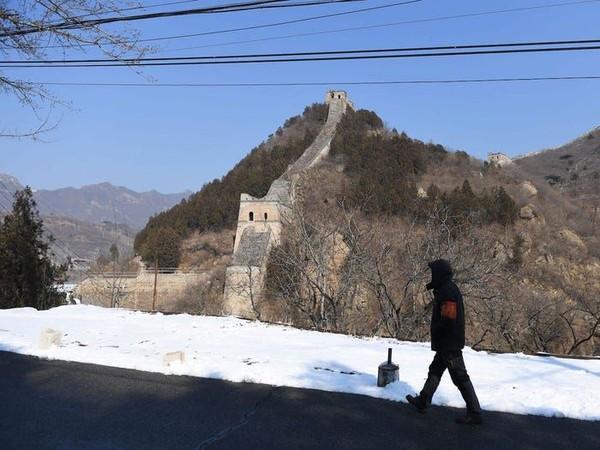 Wisata ikonik China pun ikut merasakan dampak dari virus Corona. Great Wall China atau Tembok Besar China harus rela untuk ditutup sementara waktu semenjak Imlek. (GREG BAKER/AFP via Getty Images)