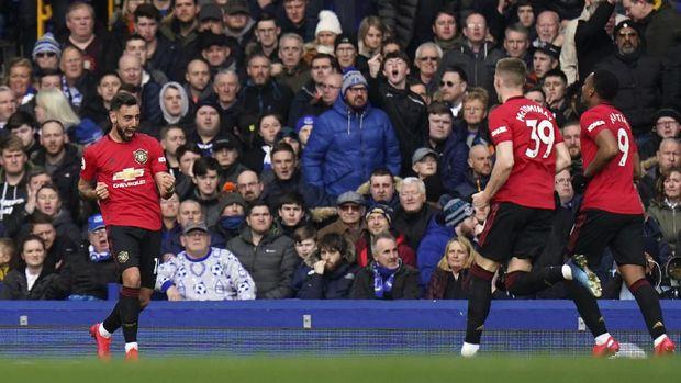 Bruno Fernandes menyelamatkan Setan Merah dari kekalahan di markas Everton. (