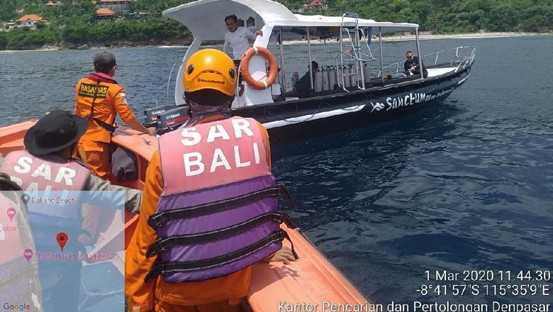 Warga negara asal Rusia, Alexandr Che (39), yang hilang saat melakukan sparefishing di Batu Abah, Nusa Penida, Klungkung, belum juga ditemukan. Tim SAR sudah melakukan pencarian selama tujuh hari sejak dikabarkan turis tersebut hilang.