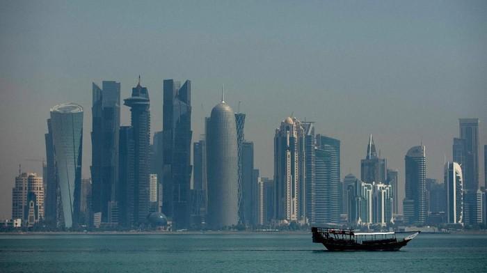 Qatar mengonfirmasi kasus pertama virus corona. Dilaporkan seorang pria Qatar berusia 36 tahun yang dievakuasi ke Doha dari Iran dinyatakan positif corona.