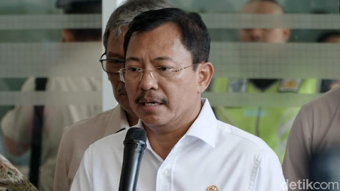 Menteri Kesehatan Terawan Agus Putranto mengatakan pemerintah yang akan menanggung biaya perawatan terkait virus corona.