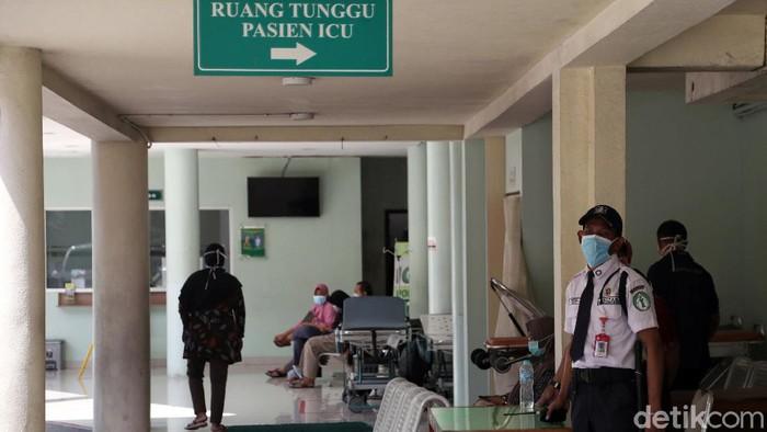 Indonesia melaporkan adanya dua orang yang positif virus corona. Keduanya kini jalani perawatan di RSPI Sulianti Suroso. Yuk, lihat suasana di rumah sakit itu.