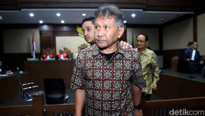Raden Priyono dan Djoko Harsono yang merupakan terdakwa kasus skandal mega korupsi Rp 37,8 triliun kembali jalani sidang lanjutan. Sidang digelar di PN Jakpus.