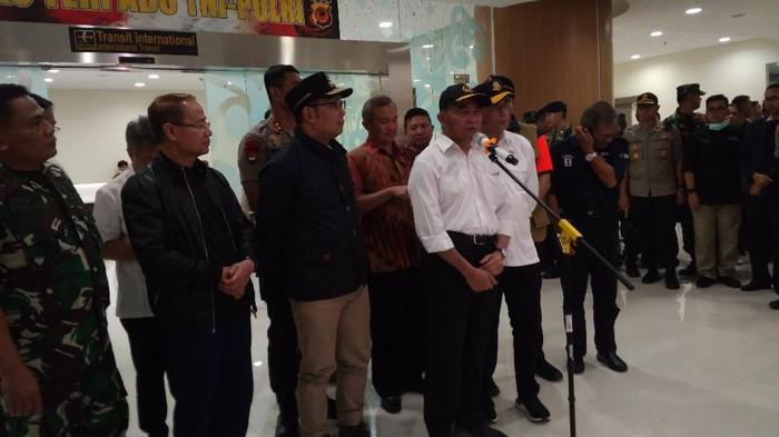 Menko PMK Muhadjir Effendy dalam konferensi pers pemulangan WNI ABK Diamond Princess di Bandara Kertajati