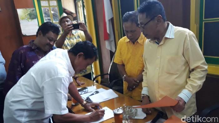 Suasana pengambilan formulir tahap penjaringan bakal calon ketua DPD Golkar DIY, Senin (2/3/2020).