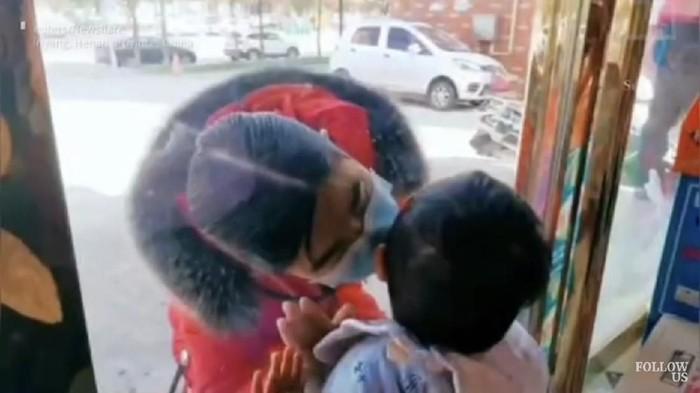perawat cium anaknya dari balik kaca karena corona