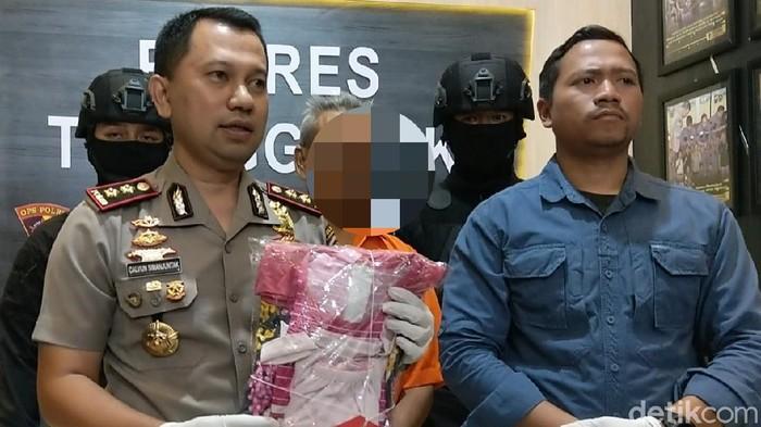 Polisi mengamankan pria di Trenggalek yang diduga melakukan pencabulan terhadap seorang bocah 10 tahun. Korban merupakan tetangganya sendiri.