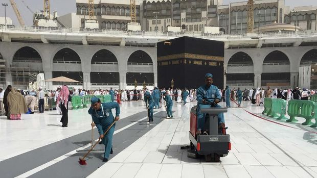 Warga Saudi dan Ekspatriat Dilarang Umroh.