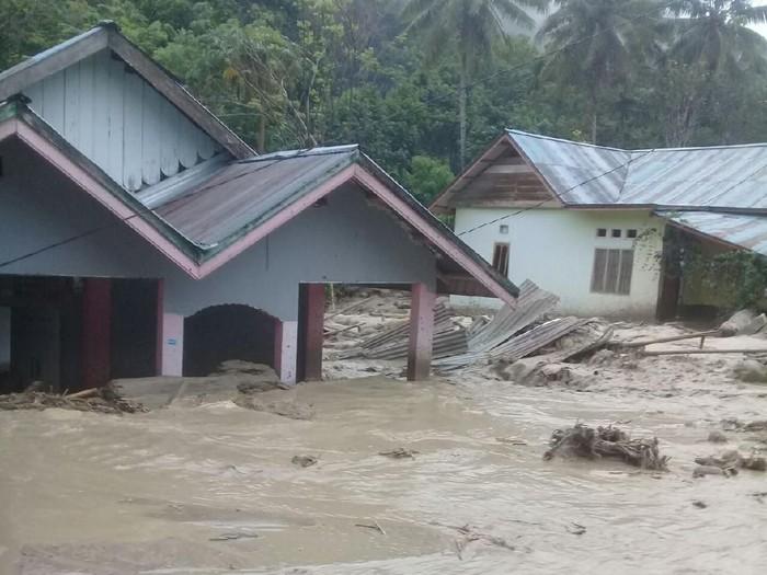Banjir bandang terjadi di Kabupaten Poso, Sulteng (dok. Istimewa)