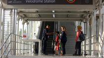Penumpang LRT Velodrome Jalani Pemeriksaan Suhu Tubuh