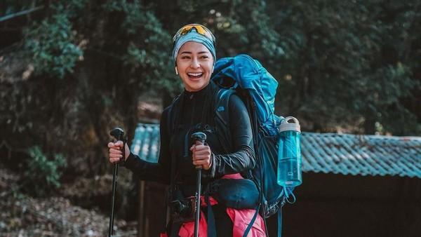Melalui laman Instagramnya, artis cantik Nikita Willy berbagi foto perjalanannya ke Pegunungan Himalaya dari sisi Nepal. Lihat saja ekspresi bahagianya(nikitawillyofficial94/Instagram)