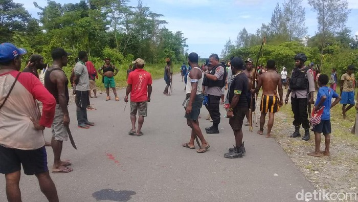 Dua kelompok warga terlibat bentrokan di Trans Nabire Timika (dok. Istimewa)