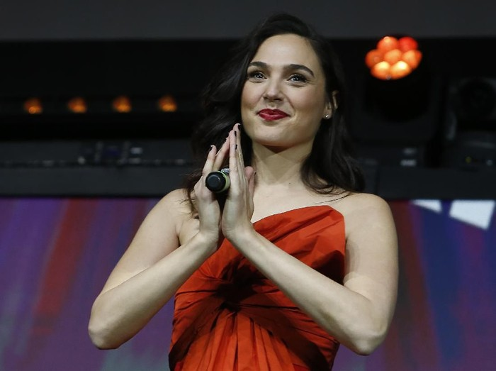 SAO PAULO, BRAZIL - DECEMBER 08: Actress Gal Gadot participates in the Warner Bros. Theatrical Panel for