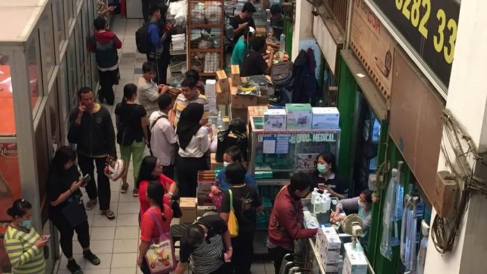 Pasar Pramuka diserbu pemburu masker
