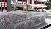 Hujan Abu Tipis Akibat Erupsi Merapi Guyur UNS