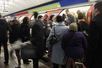 Suasana London Tube.