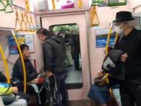 Video Viral Pria Marahi Penumpang yang Batuk Tanpa Pakai Masker di Kereta