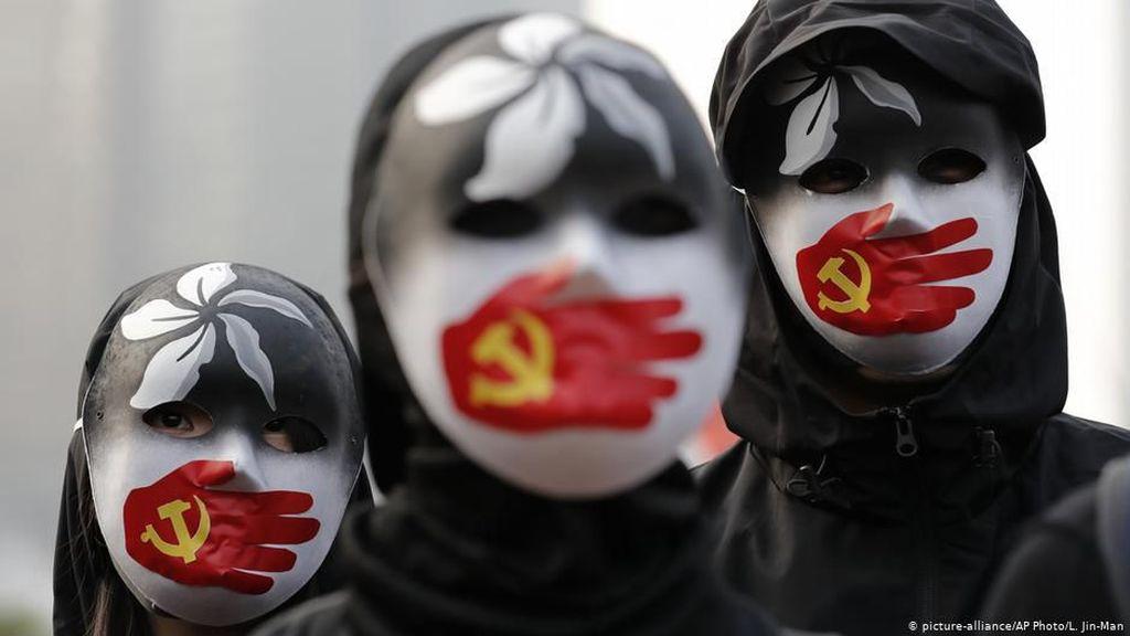 China Dituduh Pekerjakan Uighur Secara Paksa di Pabrik Pemasok Merek Terkenal