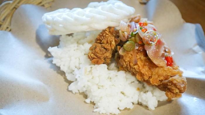 Ayam geprek sambal matah