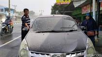 Kawasan Klaten Diguyur Hujan Abu Imbas Erupsi Gunung Merapi