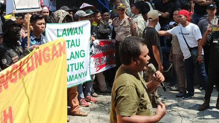 Demo pecinta lingkungan di garut
